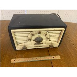 BABY CHAMP NORTHERN ELECTRIC TUBE RADIO