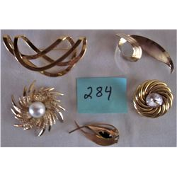 5 ASSORTED GOLD TONED BROACHES