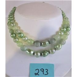 VINTAGE 1950'S PASTEL GREEN PEARL NECKLACE