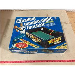 CANADIAN MONDAY NIGHT FOOTBALL TABLE TOP GAME BY AURORA WITH BOX