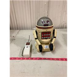 VINTAGE REMOTE CONTROLLED ROBOT BATTERY OPERATED