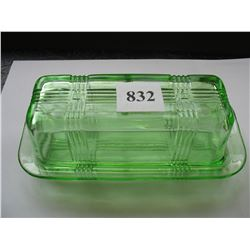 GREEN DEPRESSION GLASS 1/4 POUND BUTTER DISH with LID - CRISSCROSS PATTERN