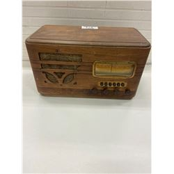"""short wave radio rpc Chicago serial #19132658 working 18x9x10"""""""