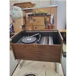 SILVERTONE 1960'S ERA RECORD PLAYER & RADIO -WORKING
