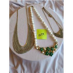 "1920's inspired vintage chainmesh silver coloured, ""Saq"" Gold multi-rhinestone necklace (dark green,"