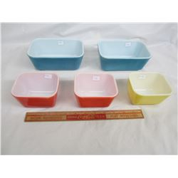5 Pyrex Containers no damage