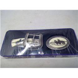 Belt buckle and pocket knife with wolf motif