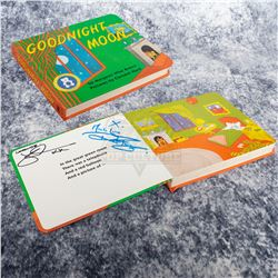 """Life (2017) - Autographed Prop """"Goodnight Moon"""" Book – A345"""