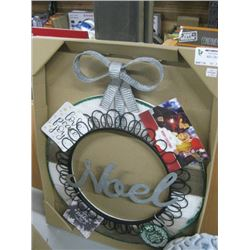 CHRISTMAS PICTURE WREATH