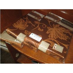 SET OF 3 DAMASK TABLE CLOTHS