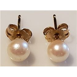 Lot 745 - Jewelry Pearl with 14K Yellow Gold Earrings