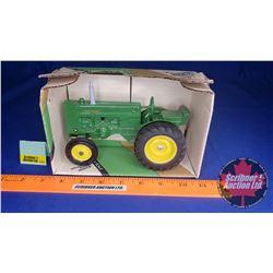 John Deere M Tractor Collectors Edition Series III (Scale: 1/16)