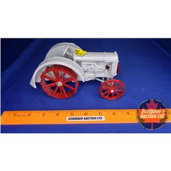 Fordson Tractor (Scale: 1/16)