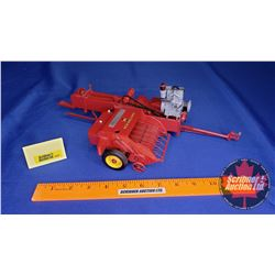 "New Holland 66 Engine Powered Baler ""Pennsylvania Farm Show 2006"" (Scale: 1/16)"