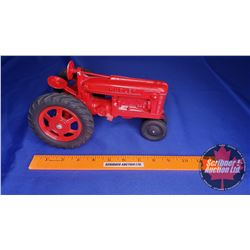 """Hubley """"Farmall Tractor""""  (Scale: 1/16)"""