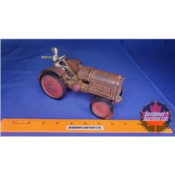 McCormick Deering Tractor : Arcade (Scale: 1/16) (c.1928)  (Driver has been replaced)