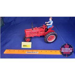 Farmall H with Farmer Special Anniversary Edition (Ertl 50th Anniversary) (Scale: 1/16)