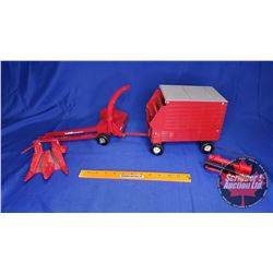 CASE International Forage Harvester with Wagon (Scale: 1/16)
