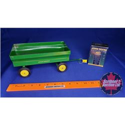 John Deere Flare Box Wagon (Scale: 1/16) AND John Deere Collector Cards 1995 Series
