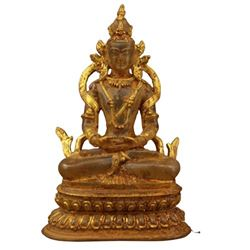 A CRYSTAL GILT SHAKYAMUNI BUDDHA FIGURE QING DYNASTY.