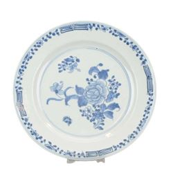 A BLUE AND WHITE FLOWER PLATE KANGXI PERIOD.