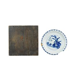 A BLUE AND WHITE FIGURE'S PLATE KANGXI PERIOD.