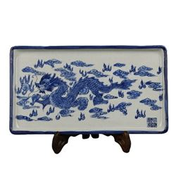 A BLUE AND WHITE DRAGON DISH PLATE QIANLONG MARK.