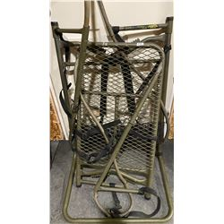 TREE STAND & ROPE LADDER - 10 FOOT HOLDS