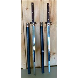 SET OF HEAVY COMBAT SWORDS