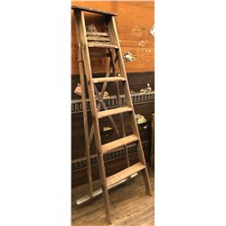 6' WOOD STEP LADDER