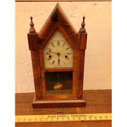 8 DAY 30 HOUR ANTIQUE MANTLE CLOCK W/ KEY