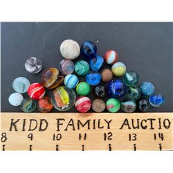 LOT OF 30 VINTAGE AGATE, CATS-EYE, ROOTBEER & CLAY MARBLES