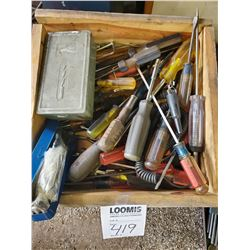 Miscellaneous lot of screwdrivers in set of drill bits