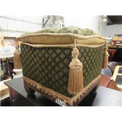 (EC) Fancy Upholstered Ottoman