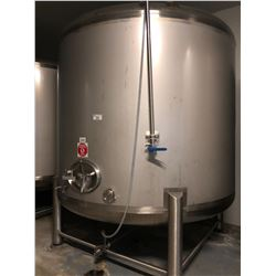 10,000 LITRE CAPACITY STAINLESS STEEL STORAGE TANK (NO PLATES), LOCATED IN WALK-IN COOLER