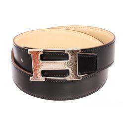 Hermes Black Beige Reversible Leather Palladium Palted Hammered H Buckle Belt 75