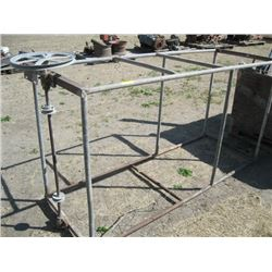 METAL RACK WITH PULLEY