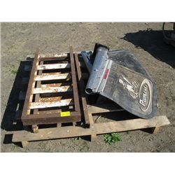 PALLET WITH MUD FLAPS, SHORT RAMPS