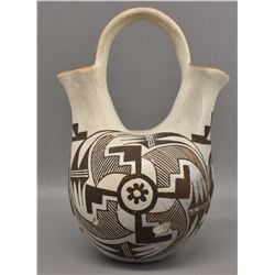 ACOMA INDIAN POTTERY VASE (DELORES SANCHEZ)