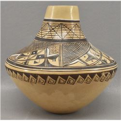 HOPI INDIAN POTTERY VASE (E. JACKSON)