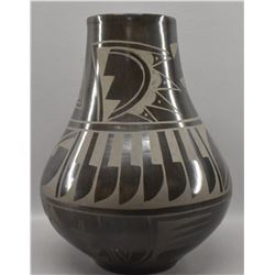 SANTO DOMINGO INDIAN POTTERY VASE (CARMELITA DUNLAP )