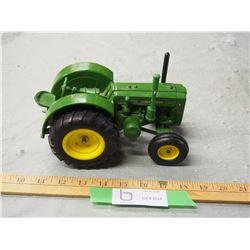 "John Deere D Toy Tractor 8"" L"