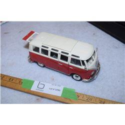 Volkswagen Van Samba Maestro 1:25