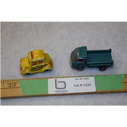 1976 Wallace Berrie Wacky Taxi and Tomica Isuzu Elf 1:67