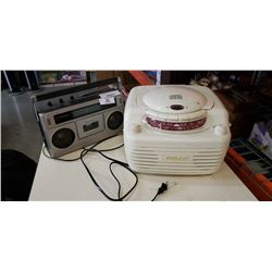 PHILCO RETRO STYLE RADIO/CD PLAYER AND CANDLE RADIO