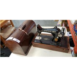 ANTIQUE SINGER SEWING MACHINE IN WOOD CASE