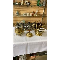 BRASS COAL HOB, 2 KETTLES AND FIREPLACE PROTECTOR