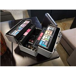 TRAVELLING MAKEUP CASE WITH MAKEUP