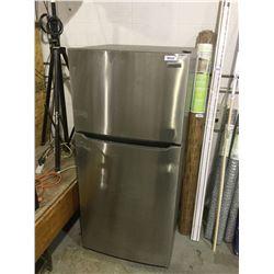 Frigidaire Refrigerator - Model: FFHT1835VS0