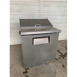 True 27 inch stainless sandwich service unit  Pick Up Location is Auction Depot